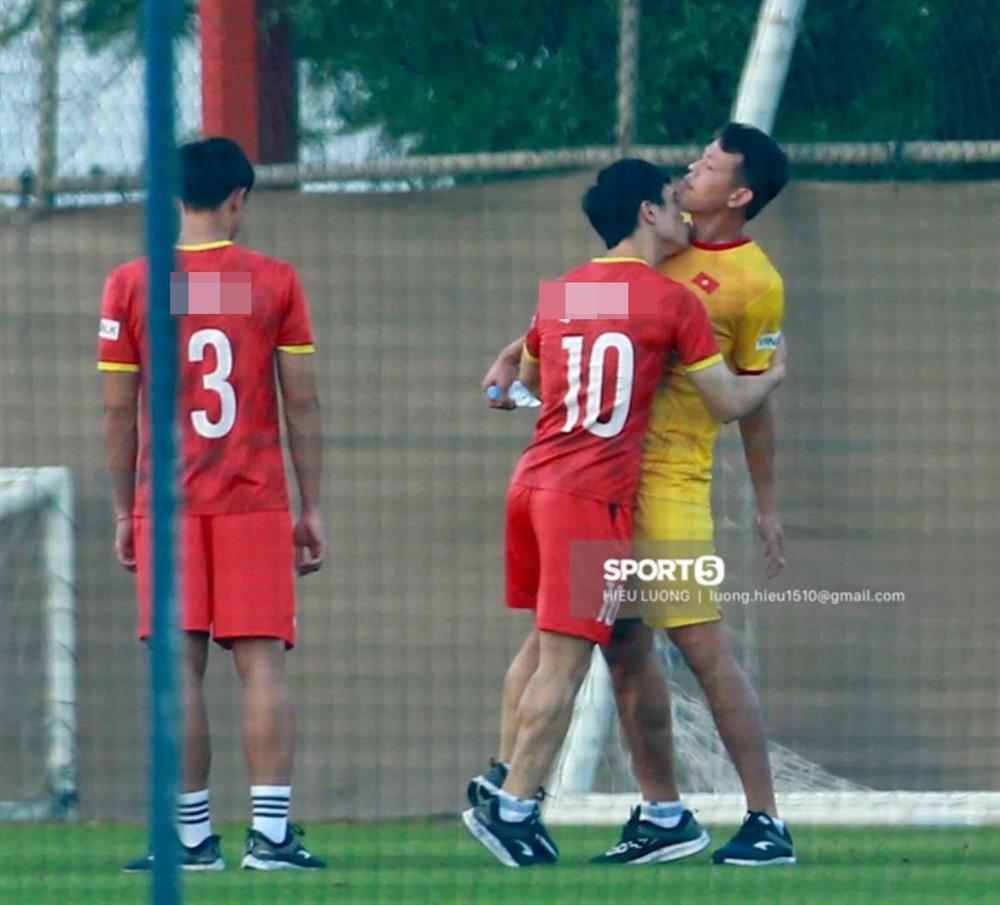 Ảnh nóng của Công Phượng và Tấn Trường trước trận gặp UAE-2