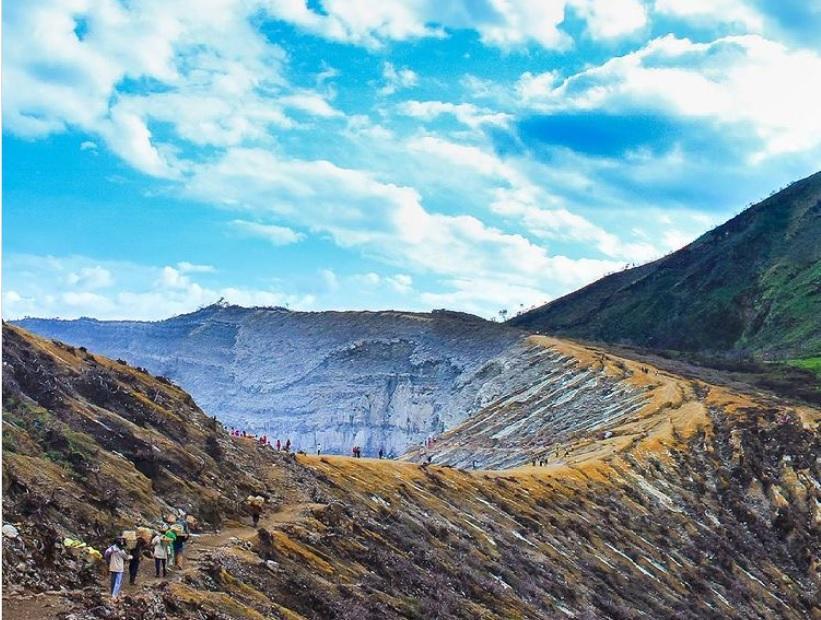 Ngọn núi lửa có 1-0-2 trên thế giới sở hữu dung nham xanh-3