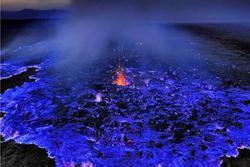 Ngọn núi lửa có '1-0-2' trên thế giới sở hữu dung nham xanh