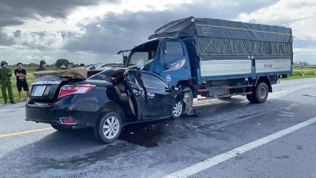 Ô tô con tông trực diện xe tải, 3 nạn nhân tử vong trong đó có cháu bé 4 tuổi-1