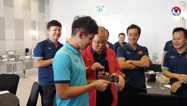 Thầy Park đầu têu học trò úp bánh kem vào mặt Hồng Duy, kết thật bất ngờ-1