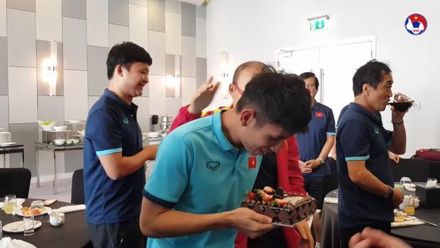 Thầy Park đầu têu học trò úp bánh kem vào mặt Hồng Duy, kết thật bất ngờ-3