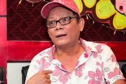 'Công tử Sài Gòn' là diễn viên hài nổi tiếng, hết thời đi hát đám cưới, ở nhà thuê