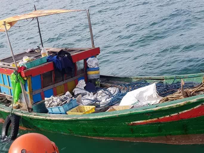 3 ngư dân bất ngờ phát hiện kho báu kim loại dưới đáy biển Quảng Bình-2