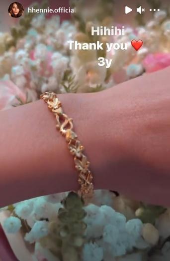 HHen Niê được bạn trai tặng vòng vàng nhân dịp kỉ niệm 3 năm yêu-1