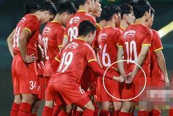 Công Phượng lén lút cầm tay Quang Hải, fan đồng loạt gọi tên Viên Minh