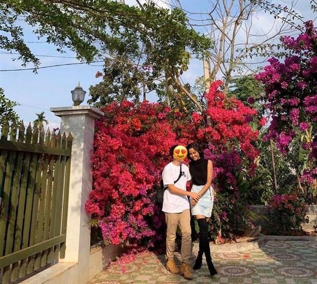 HHen Niê được bạn trai tặng vòng vàng nhân dịp kỉ niệm 3 năm yêu-12