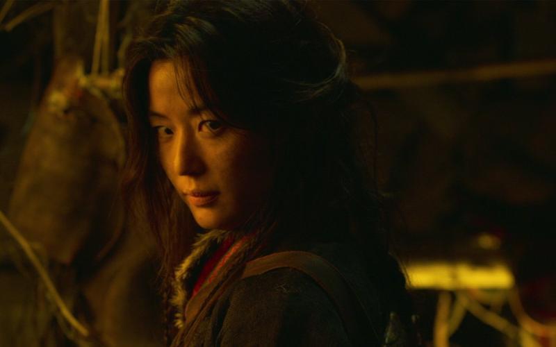 Nghẹt thở trailer mới của Kingdom: Mợ chảnh Jeon Ji Hyun xuất hiện 3s vẫn đỉnh chóp-1