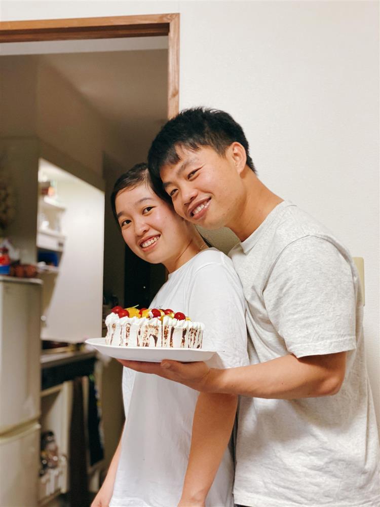 9X mất ngủ làm bánh sinh nhật tặng chồng, thành phẩm có 1-0-2 khiến ai cũng ngưỡng mộ-1