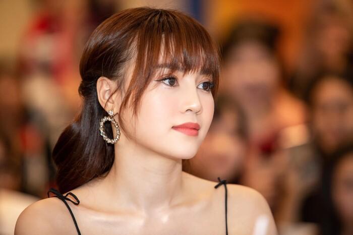 Ninh Dương Lan Ngọc makeup giống Song Hye Kyo nhưng lại khiến fan tá hỏa-7