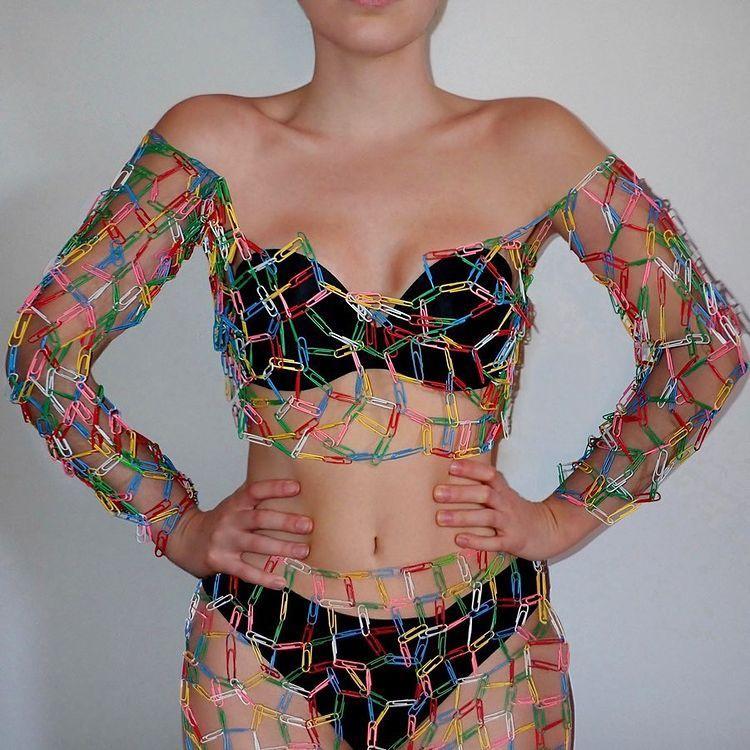 Cô gái sáng tạo thời trang từ kẹp ghim, rau củ-13