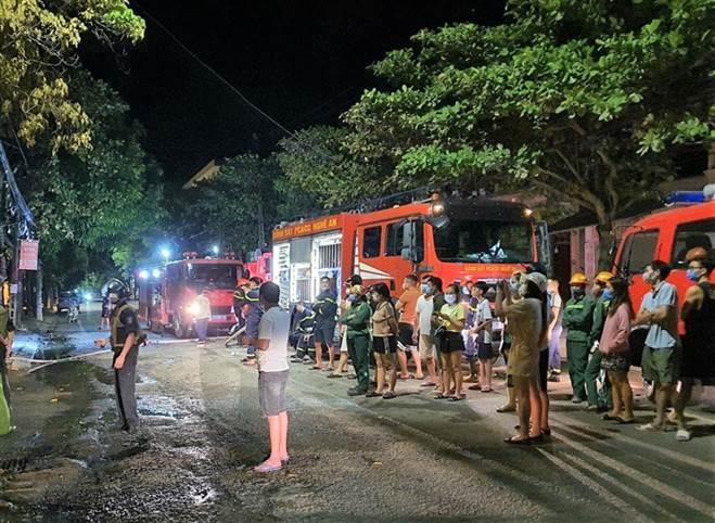 NÓNG: Đang xem Euro có tiếng nổ lớn, phòng trà cháy dữ dội, 6 người chết-3