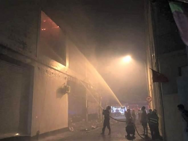 NÓNG: Đang xem Euro có tiếng nổ lớn, phòng trà cháy dữ dội, 6 người chết-4
