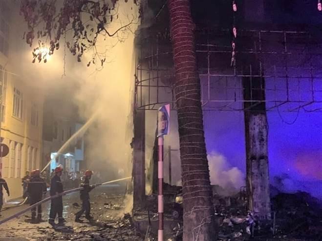 NÓNG: Đang xem Euro có tiếng nổ lớn, phòng trà cháy dữ dội, 6 người chết-7