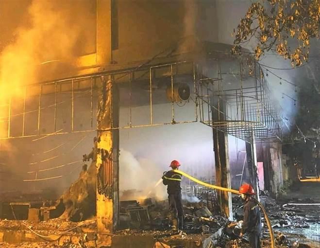 NÓNG: Đang xem Euro có tiếng nổ lớn, phòng trà cháy dữ dội, 6 người chết-9