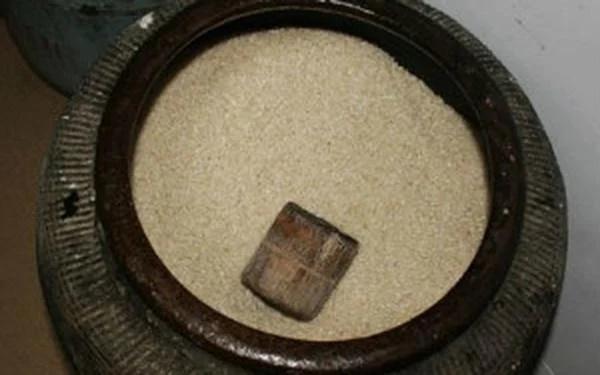 Canh ba: Âm thầm giấu thứ này dưới đáy thùng gạo, gia chủ đang nghèo cũng nhanh chóng giàu-2