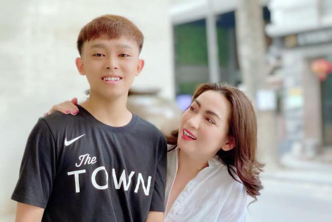 Ba sao nhí Huy Khang nói về Phi Nhung và Hồ Văn Cường: Họ tình cảm lắm-1