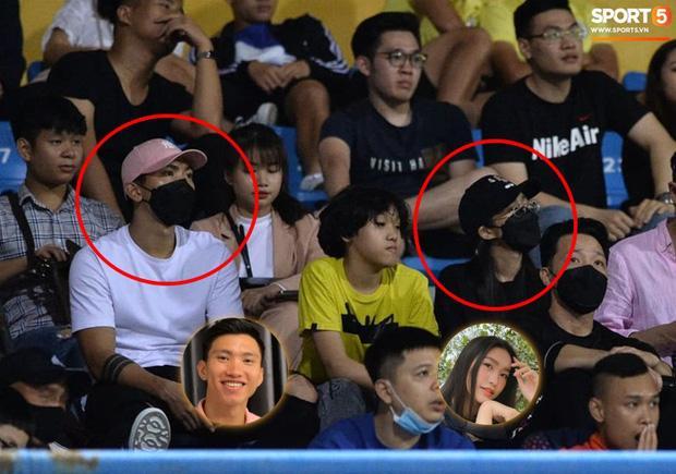 Ảnh Văn Hậu đi xem bóng đá cùng Top 10 Hoa hậu Việt Nam, cố né paparazzi-2
