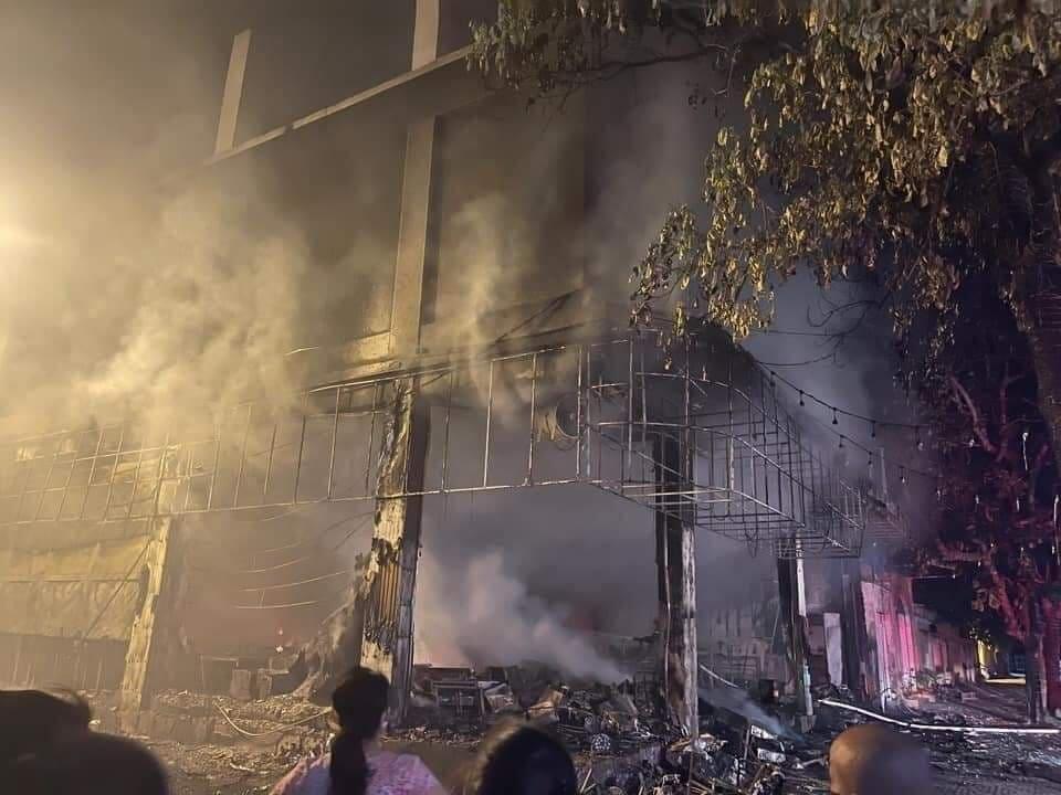 Cháy phòng trà lớn nhất TP Vinh: Khoảnh khắc lửa bao trùm căn nhà-2