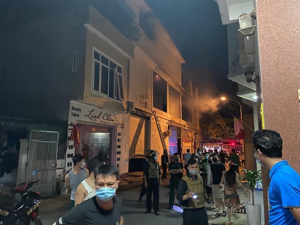 Cháy phòng trà lớn nhất TP Vinh: Khoảnh khắc lửa bao trùm căn nhà-4