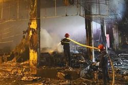Cháy phòng trà lớn nhất TP Vinh: Khoảnh khắc lửa bao trùm căn nhà