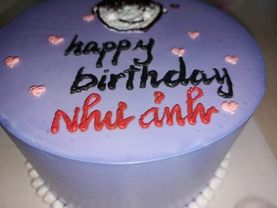 Đặt bánh sinh nhật nhờ viết lời chúc, cô gái xỉu lên, xỉu xuống khi đọc dòng chữ-2
