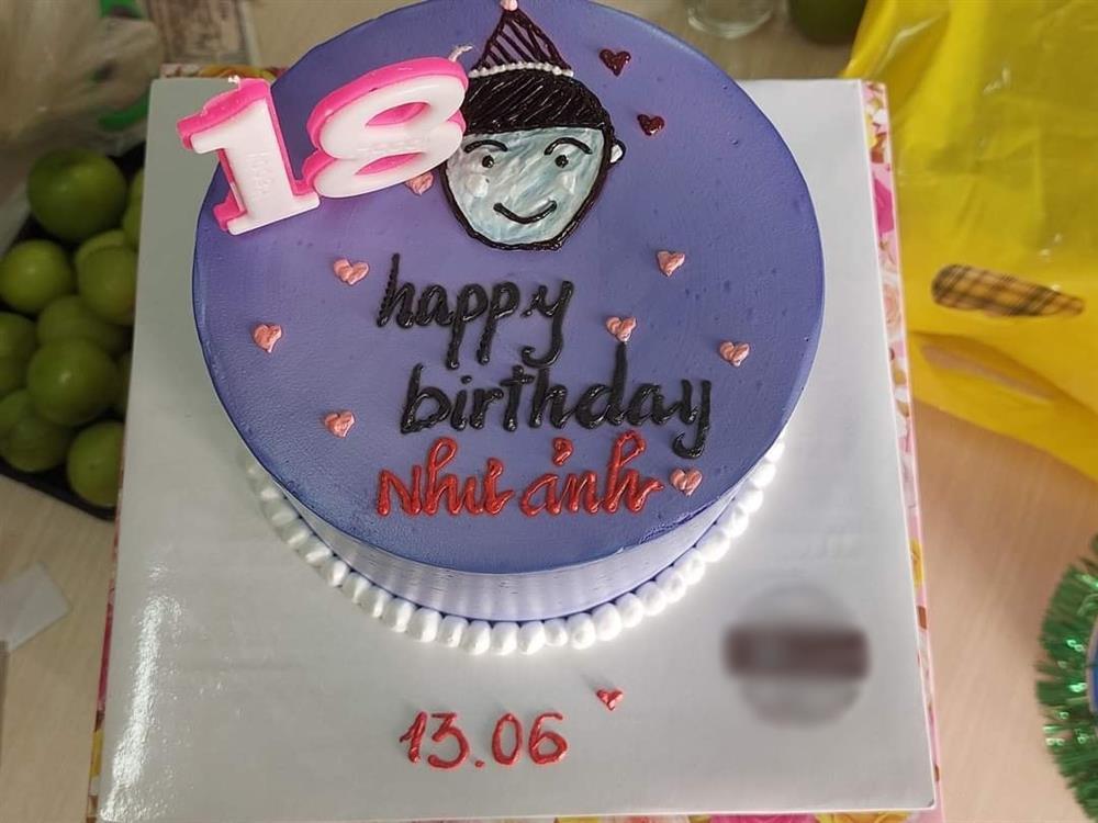 Đặt bánh sinh nhật nhờ viết lời chúc, cô gái xỉu lên, xỉu xuống khi đọc dòng chữ-3