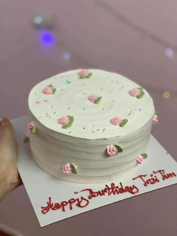 Đặt bánh sinh nhật nhờ viết lời chúc, cô gái xỉu lên, xỉu xuống khi đọc dòng chữ-4
