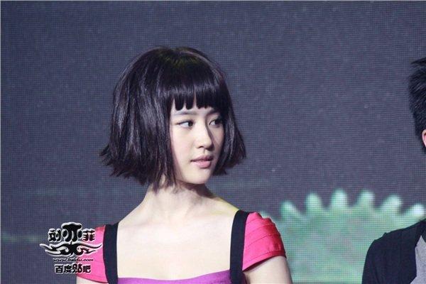 Lưu Diệc Phi khiến netizen rụng rời với mái ngố bằng chằn chặn-10
