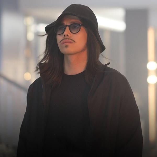 2 lần Park Eun Seok bị biên kịch Penthouse dìm tơi tả: hết hóa trang thành ông thầy lập dị đến anh trai Logan Lee khiến khán giả cạn lời-2