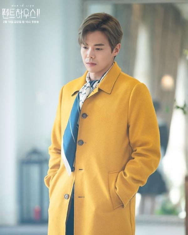 2 lần Park Eun Seok bị biên kịch Penthouse dìm tơi tả: hết hóa trang thành ông thầy lập dị đến anh trai Logan Lee khiến khán giả cạn lời-6