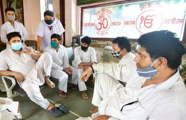 Nhân viên lò hỏa táng Ấn Độ nhớ lại những ngày kinh hoàng, xác chết nhiều đến ám ảnh-3