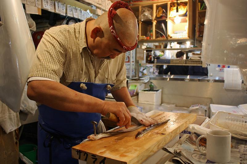 Vì sao lươn Nhật đắt như vàng? 8 năm học mổ, 3 năm học xâu, cả đời học nướng!-1