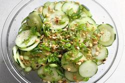 Làm nhanh salad dưa chuột kiểu mới giúp chống ngán