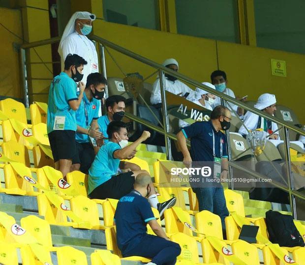 HLV Park và học trò ăn mừng Việt Nam chắc cú đi tiếp vòng 3 World Cup-1