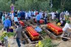 Tang tóc 4 quan tài chôn cạnh nhau trong vụ cháy phòng trà 6 người tử vong