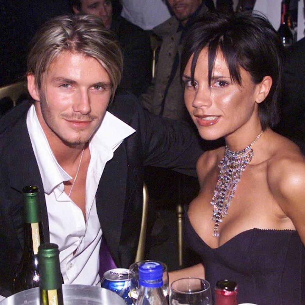 Thời trang 20 năm trước của Victoria Beckham trở thành mốt-1