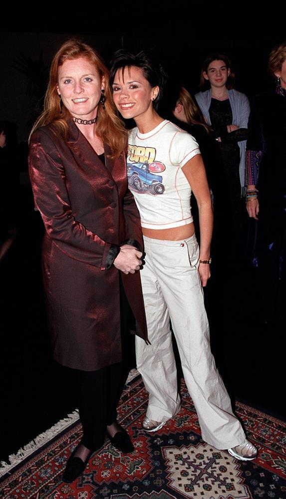Thời trang 20 năm trước của Victoria Beckham trở thành mốt-3