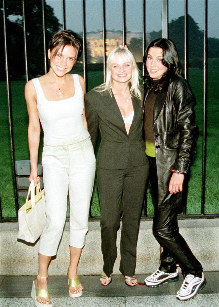 Thời trang 20 năm trước của Victoria Beckham trở thành mốt-5