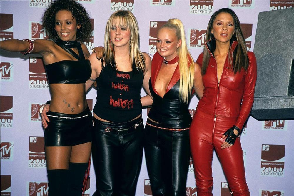 Thời trang 20 năm trước của Victoria Beckham trở thành mốt-6