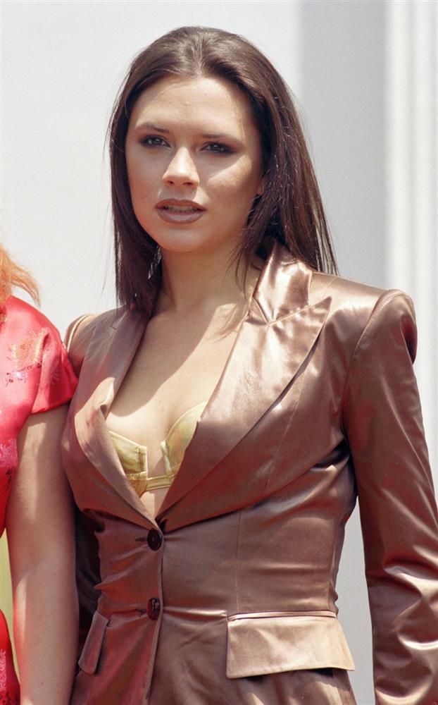Thời trang 20 năm trước của Victoria Beckham trở thành mốt-7