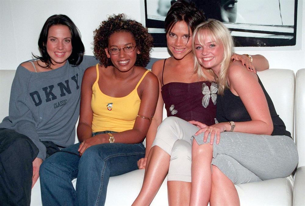 Thời trang 20 năm trước của Victoria Beckham trở thành mốt-8