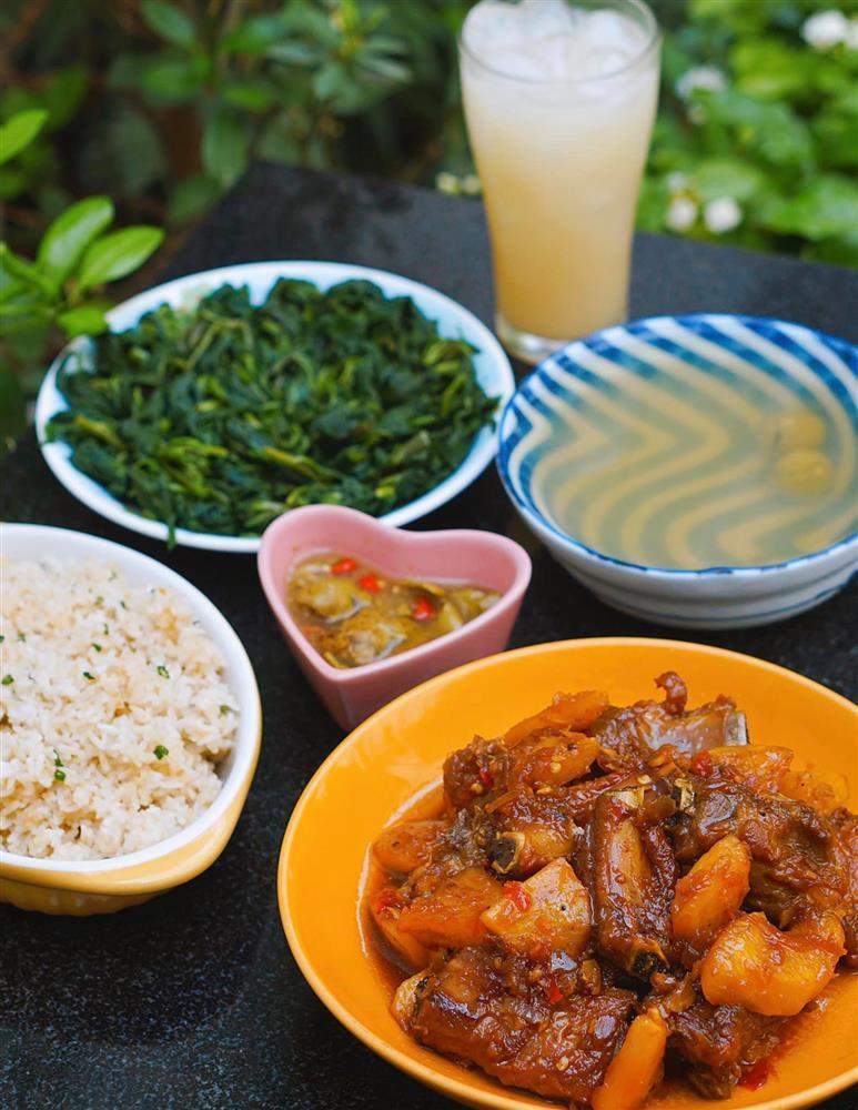 Tranh thủ đúng mùa, mẹ Hà Nội khoe thực đơn với đủ các món ăn được làm từ dứa-3