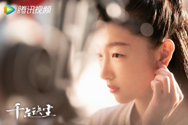 Châu Đông Vũ bị photoshop đến fan cứng cũng quỳ lạy không nhận ra-4
