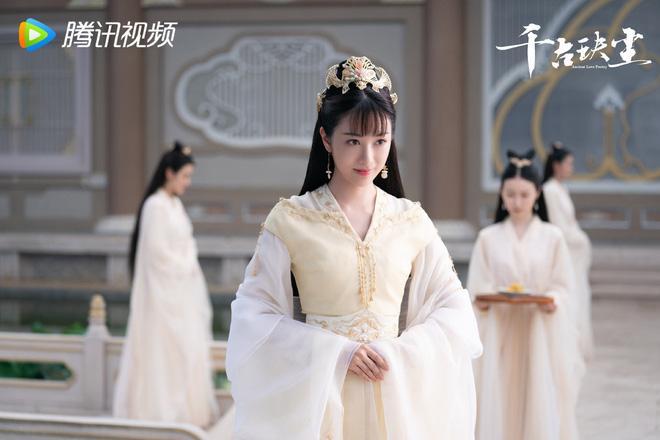 Châu Đông Vũ bị photoshop đến fan cứng cũng quỳ lạy không nhận ra-5