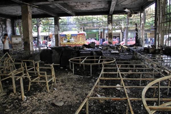 Liên tiếp những vụ cháy thảm khốc khiến 18 người trong 4 gia đình tử vong-2
