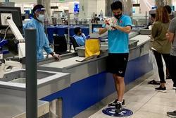 Tiến Linh gặp sự cố vì món đồ mang từ Dubai về nước