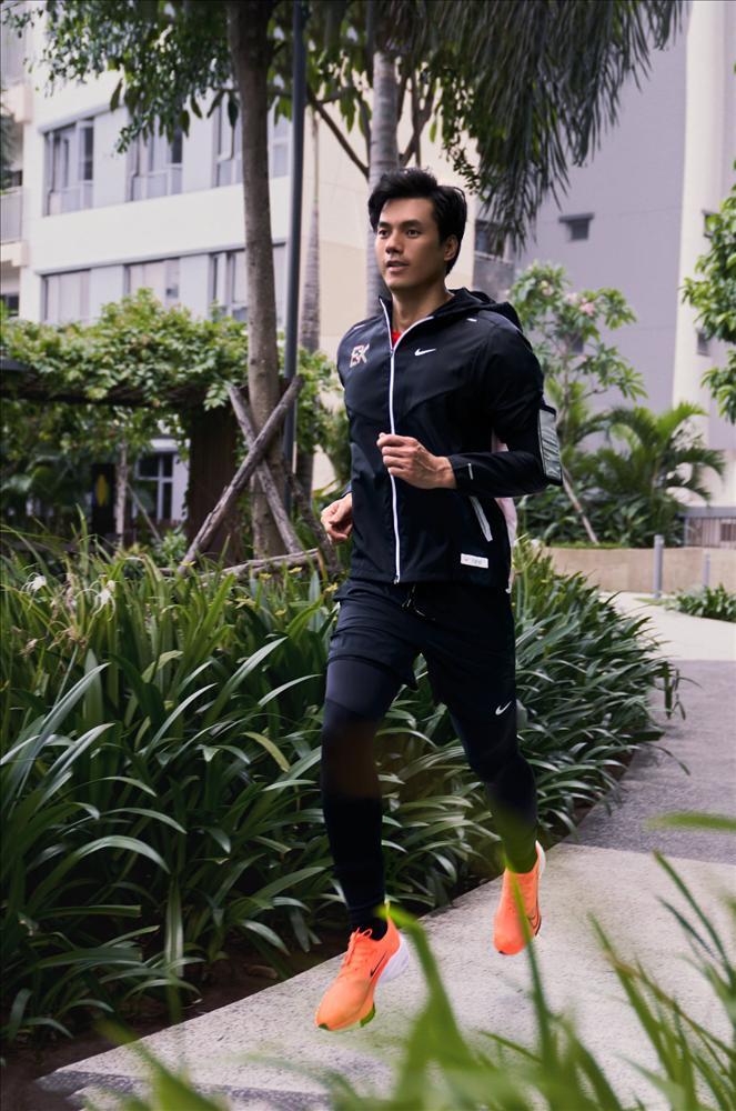 Nhan Phúc Vinh làm runner khổ luyện trong thử thách 'Thế Vận Động'-1