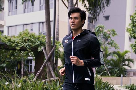 Nhan Phúc Vinh làm runner khổ luyện trong thử thách 'Thế Vận Động'