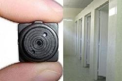 Nam sinh lén đặt camera quay trộm giáo viên đi vệ sinh rồi tống tiền